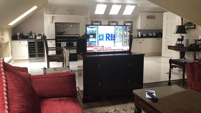 digital-signage-for-hotels-hospitality-img-1