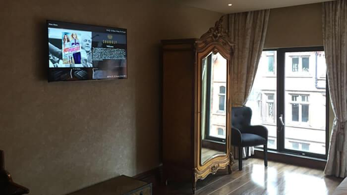 digital-signage-for-hotels-hospitality-img-2